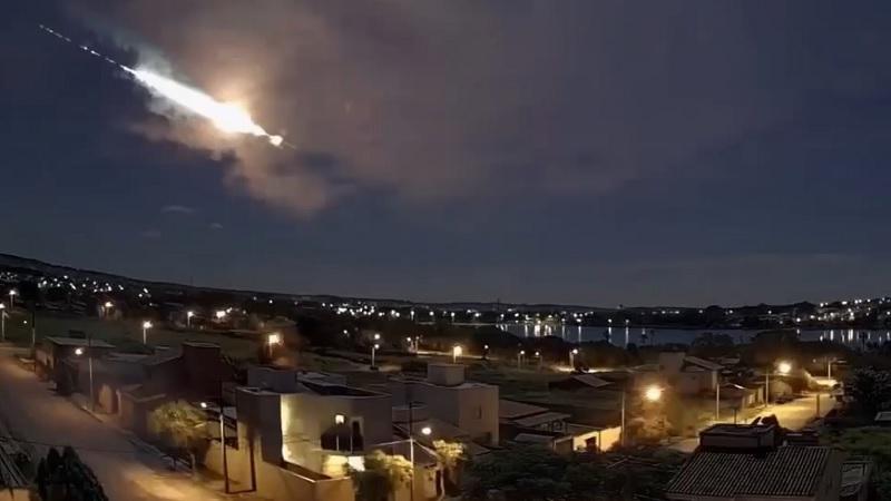 Vídeo: Explosão de meteoro é avistada em cidades de Minas Gerais, São Paulo e Paraná